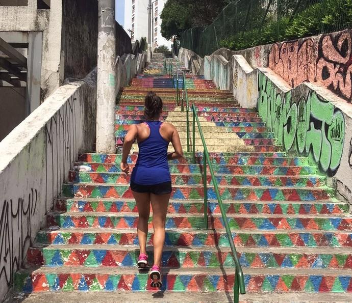 Quando pode, Lucy Alves opta por praticar exercícios ao ar livre (Foto: Arquivo Pessoal)