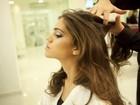 Aprenda um penteado com topete para deixar o cabelo solto mais volumoso