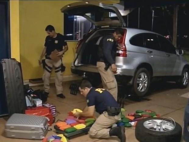 Droga estava escondida nas portas e no porta-mals (Foto: Reprodução/ TV TEM)