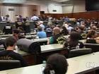 Policiais civis em greve ocupam plenário da Assembleia em Goiás