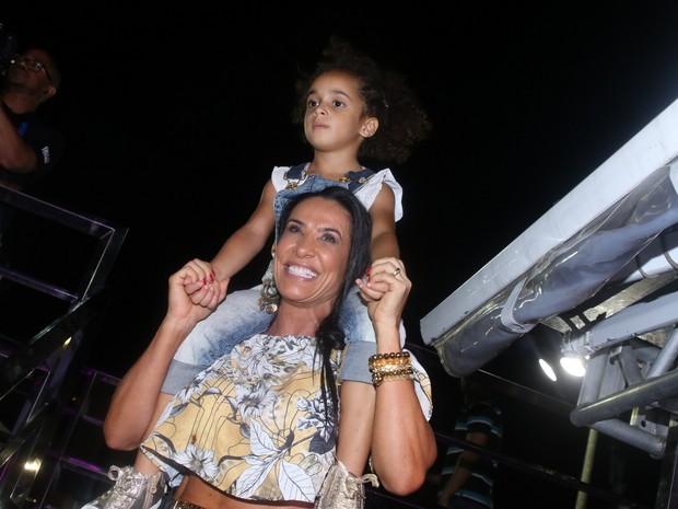 Scheila Carvalho com a filha, Giulia, em Salvador, na Bahia (Foto: Thiago Duran e Fabio Moreno/ Ag. News)
