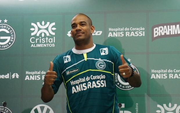 Rodrigo, zagueiro do Goiás (Foto: Daniel Mundim/GLOBOESPORTE.COM)