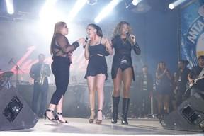 Preta Gil canta com Anitta e MC Ludmilla em sua festa de aniversário no Rio (Foto: Felipe Panfili/ Ag. News)