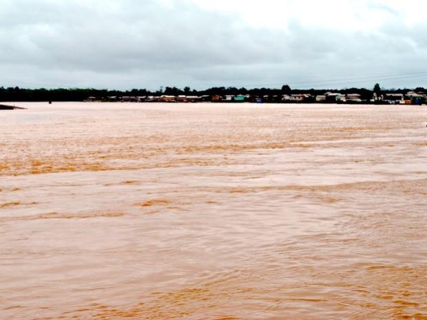 Rio Tarauacá na manhã desta terça-feira (31) quando voltou a subir (Foto: Ascom/Prefeitura Tarauacá )