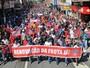Trabalhadores da Mercedes-Benz fazem protesto contra demissões