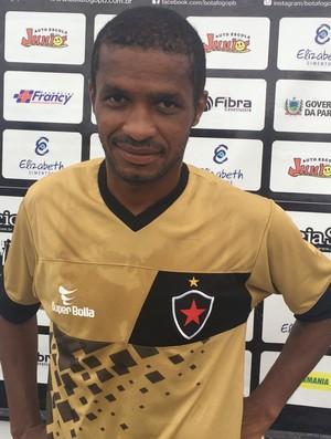 Marcinho, meia do Botafogo-PB (Foto: Lucas Barros / GloboEsporte.com/pb)