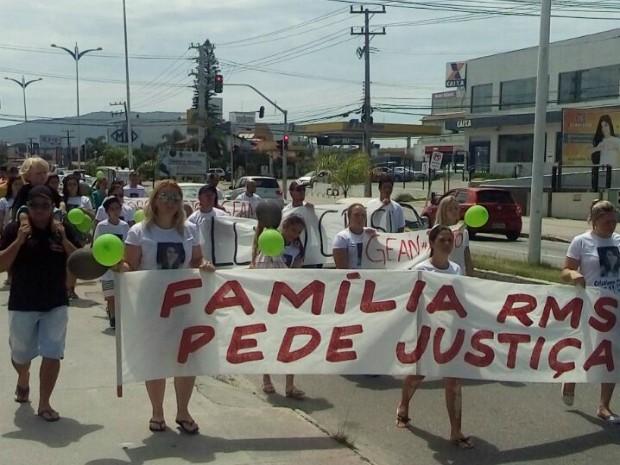 Novo protesto ocorreu no final da manhã deste domingo (8) no bairro Ingleses (Foto: Deivison Gomes/Divulgação)