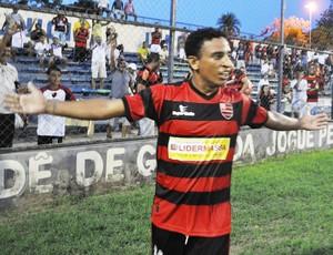 Edson Di, atacante do Flamengo-PI (Foto: Renan Morais/GLOBOESPORTE.COM)