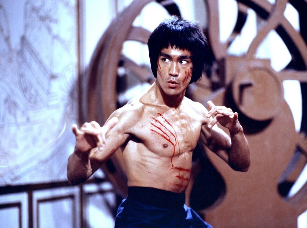 Bruce Lee em cena (Foto: Reprodução/Youtube)
