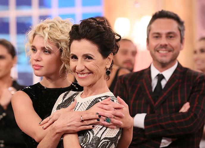Bruna Linzmeyer dá abraço carinhoso na Cassia Kis (Foto: Isabella Pinheiro/Gshow)