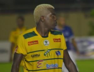 Makelele, lateral do Estanciano (Foto: Felipe Martins/GloboEsporte.com)