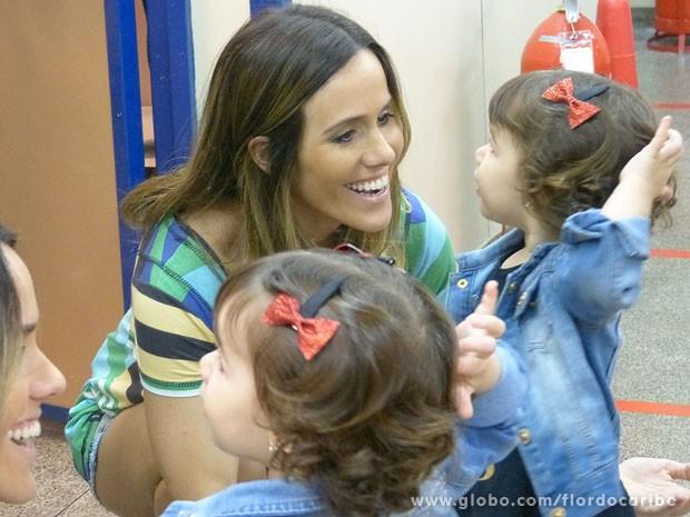 E mamãe Fernanda também (Foto: Flor do Caribe / TV Globo)