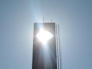 Incidência da sombra do sol no arco do monumento é atração em Macapá (Foto: Fabiana Figueiredo/G1)
