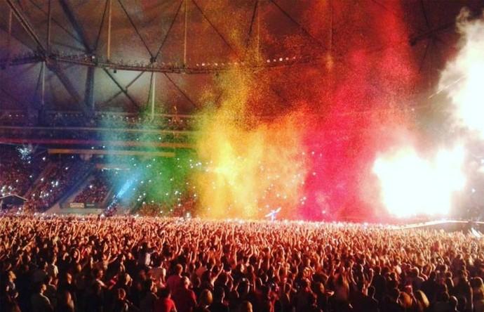O Holi promete manchar a camisa de muitos fãs no shows do Coldplay (Foto: Reprodução)