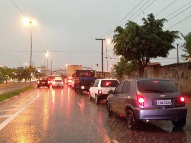 Pancadas de chuva atingem toda a capital na noite desta quinta-feira (5) (Foto: Paulo Toledo Piza/G1)