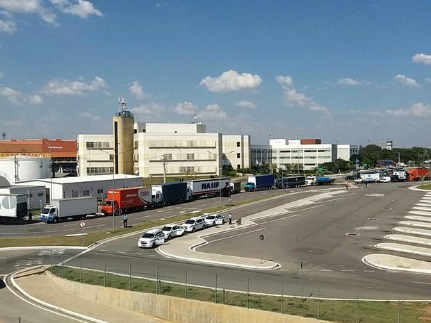 Caminhões fazem fila no terminal de cargas em Viracopos por causa de 'Operação Padrão' (Foto: Reginaldo Cruz)
