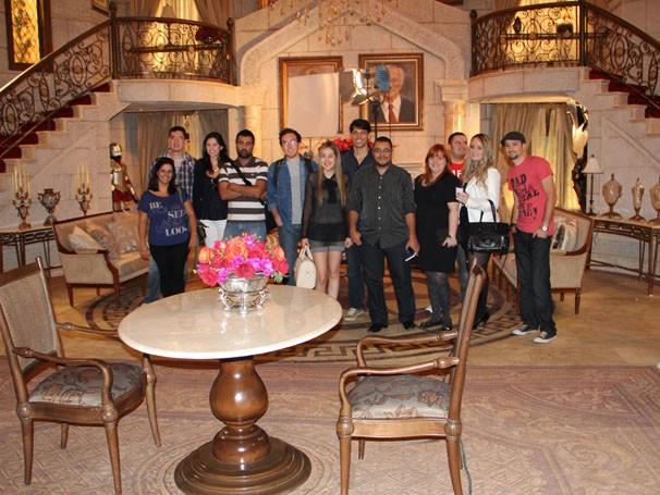 APós o encontro, os blogueiros fizeram um tour pelo Projac e conheceramo estúdio de Guerra dos Sexos (Foto: Amanda Freitas / TV Globo)