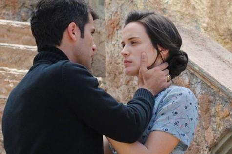Franz (Bruno Gagliasso) e Amélia (Bianca Bin) (Foto: Reprodução)