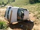 Jovem morre ao ser lançado de carro durante capotamento no sul da Bahia