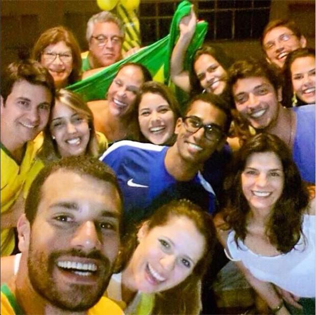 Helena Ranaldi, Allan Souza Lima e amigos (Foto: Instagram / Reprodução)
