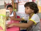 Dois alunos de 6 anos leem 116 livros no ano e vencem projeto no ES