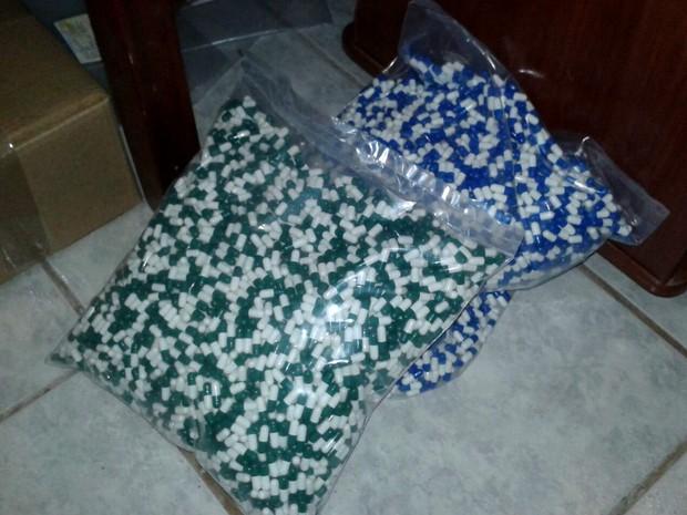 Comprimidos com suposta substância anticâncer apreendidos em laboratório pela Polícia Civil (Foto: Polícia Civil/Divulgação)