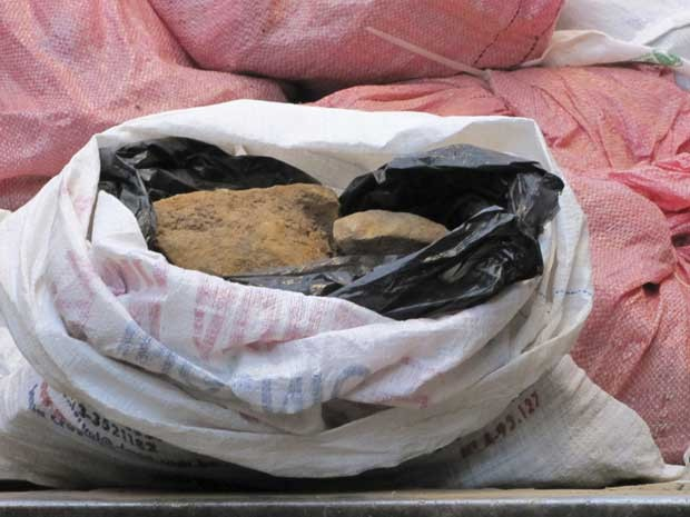 Saco contendo vestígios de urânio encontrado no Centro de La Paz. (Foto: Reuters)