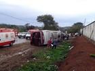 Criança morre e mais de dez ficam feridos em acidente de ônibus em MG