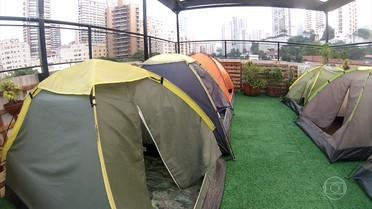 Você já pensou em acampanhar na cobertura de um prédio?