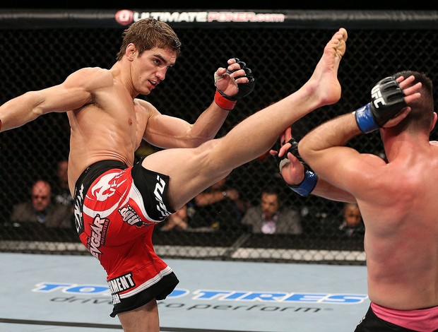 John Hathaway na luta do UFC (Foto: Getty Images)