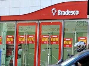 Agências bancárias de Campinas têm aviso de greve (Foto: Julio Cesar Costa)