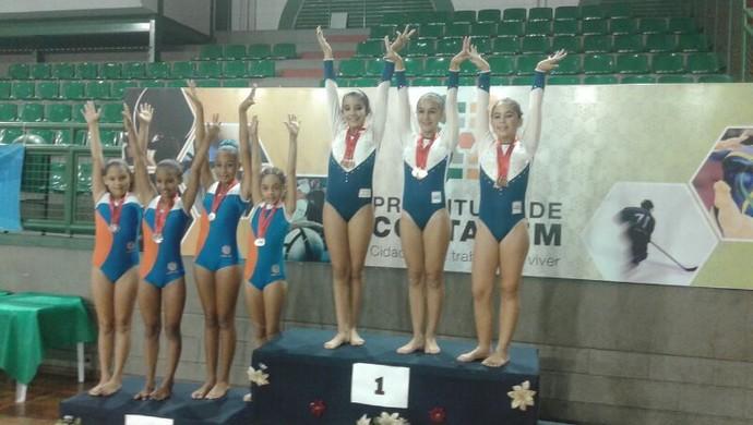 equipe podio ouro ginástica de trampolim (Foto: Deber Zambelli)