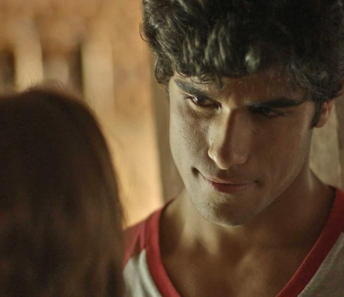 Jabá manda uma 'versão fofa' e Juliana acredita (Foto: TV Globo)