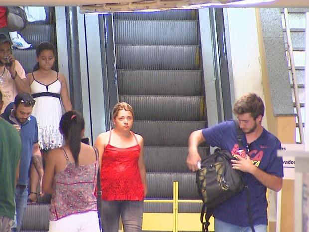 Escada rolante que dá acesso às plataformas de ônibus está quebrada há três meses (Foto: Reprodução/EPTV)