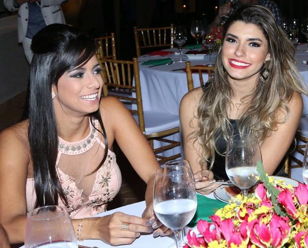 Tainá Grando e Ana Paula Guedes se divertem (Foto: Francisco Freitas)