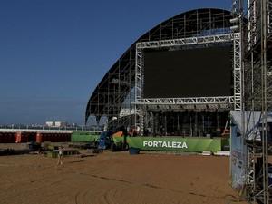 Estrutura da fan fest está montada no Aterro da Praia de Iracema (Foto: TV Verdes Mares/Reprodução)