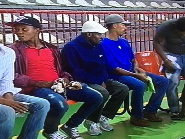 Imigrantes haitianos e senegaleses chegam a Florianópolis (Foto: Reprodução/RBS TV)