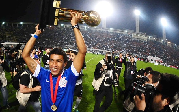 New Spurs midfielder Paulinho gets his hands on silverware   the Recopa Sudamericana [Picture]