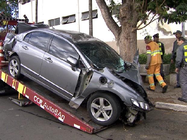 Carro envolvido em acidente com morte na Rodovia dos Bandeirantes (Foto: Reprodução EPTV)