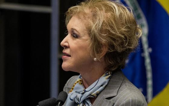 Senadora Marta Suplicy (PMDB-SP) discursa durante sessão para votar o pedido de impeachment da presidente Dilma Rousseff (Foto: Eduardo Anizelli/Folhapress)