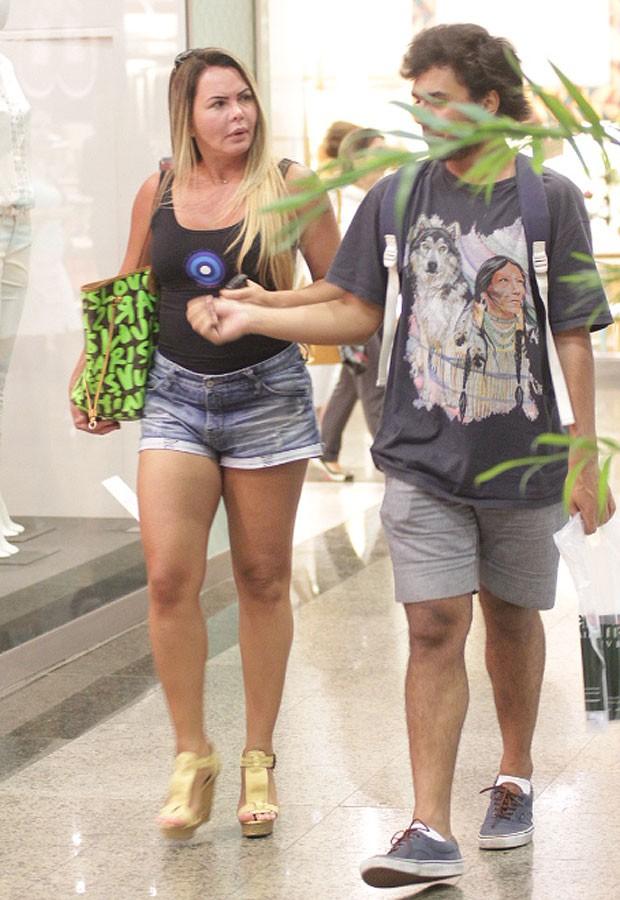 Cristina Mortágua e o filho, Alexandre Mortágua (Foto: Derick Abreu/Foto Rio News)