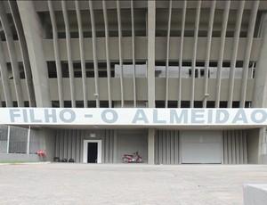 Fachada do Estádio Almeidão, em João Pessoa (Foto: Josemi Cavalcante / GloboEsporte.com/pb)