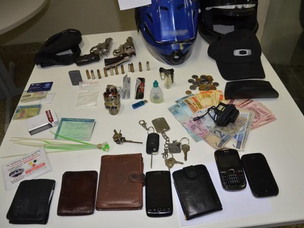 Polícia ainda conseguiu recuperar parte dos objetivos que foram roubados pelos jovens de classe média  (Foto: Walter Paparazzo/G1)