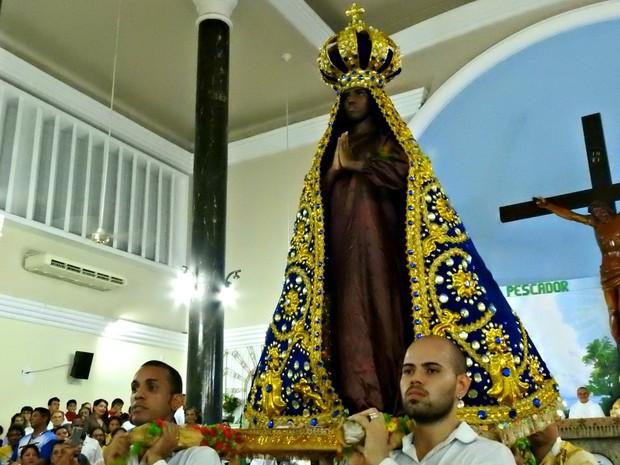 Vanessa Oliveira, da Mocidade Independente de Aparecida representou santa (Foto: Suelen Gonçalves/G1 AM)