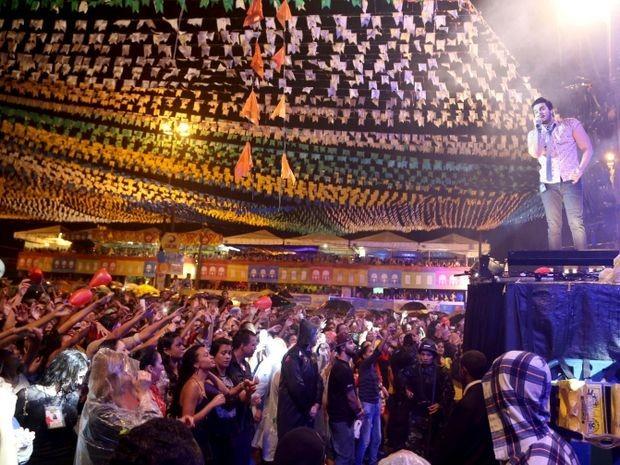 Luan Santana em show em Aracaju na noite de quarta-feira (24) (Foto: Ana Lícia Menezes/PMA)