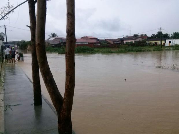 Ruas alagadas em Ipiaú (Foto: Portal de Notícias Giro em Ipiaú)