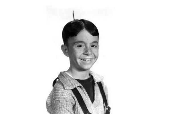 Carl Switzer (1927-1959): O ator era Alfafa, o líder dos 'Batutinhas' na série televisiva de 1922 que inspirou o filme de 1994. Ele morreu aos 31 anos ao ser baleado por um homem que o devia dinheiro. (Foto: Reprodução)