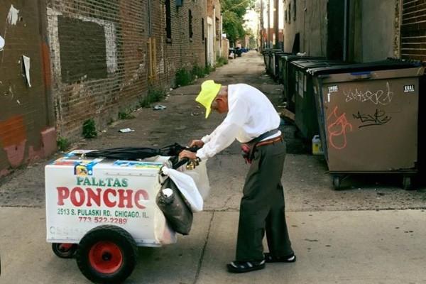 A foto do mexicano Fidencio Sánchez, de 89 anos, que viralizou (Foto: GoFundMe)