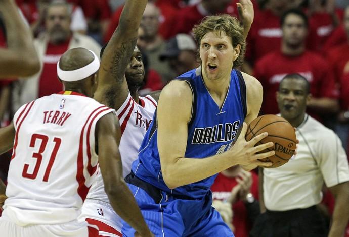 Houston Rockets x Dallas Mavericks playoffs nba Dirk Nowitzki (Foto: Reuters)