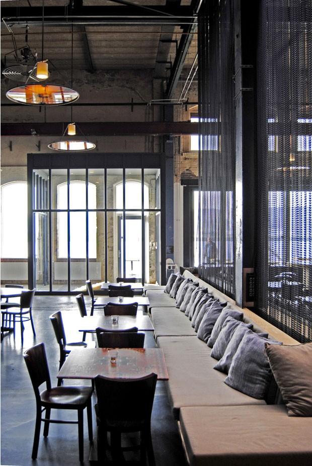Um restaurante em que havia um armaz m casa vogue for Espace 3 architecture